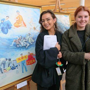 Konstutställningen The Art of Zhen Shan Ren genomfördes på Stadsbiblioteket i Lidköping 25 mars – 6 april 2019.